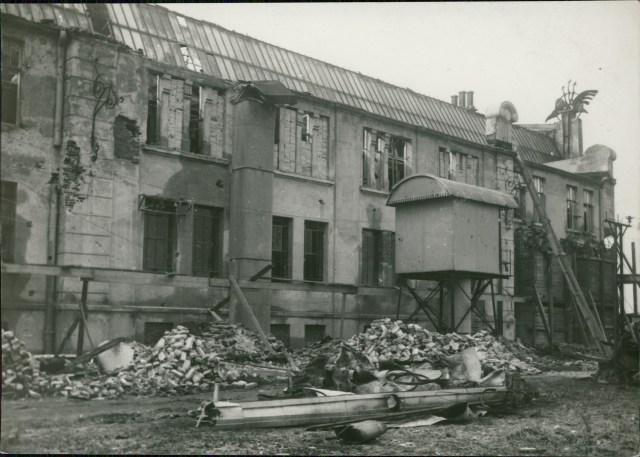 Пошкоджене під час бомбардування приміщення електростанції на Персенківці. Фото 1918-1919 рр.