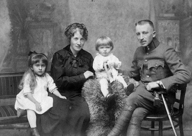 Іван Голубовський з сім'єю під час військової служби