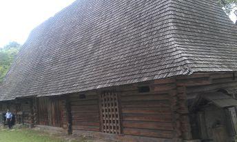 Стайня-стодола з села Либохора у Шевченківському гаю