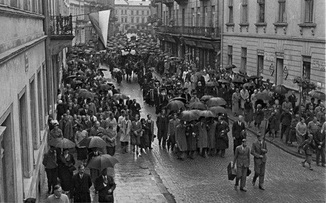 Похоронна процесія з тілом Олекси Новаківського, серпень 1935 р.