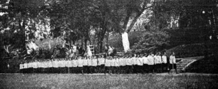 Степан Дмоховський. Дефіляда змагунок, поч. 1930-х рр. (Світло й Тінь. – 1935. – Ч. 7)