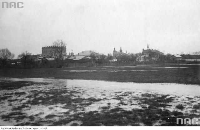 Вигляд міста Белз зі сторони залізничного вокзалу. Фото 1918-1939 рр.