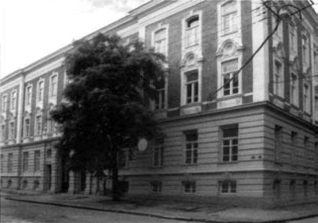 """Будинок """"Школи артистичного промислу"""" у Львові, 1892 р. (джерело : http://www.anthropos.lnu.edu.ua/jspui/bitstream/123456789/2576/1/170-175_%d0%a8%d0%bc%d0%b0%d0%b3%d0%b0%d0%bb%d0%be_%d0%a0.pdf)"""