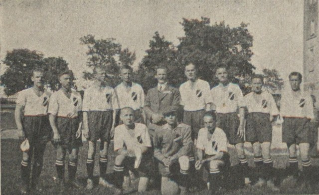 Футбольна команда Закладу. Фото до 1938 року