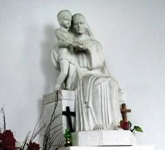Скульптура в каплиці на цвинтарі орлят