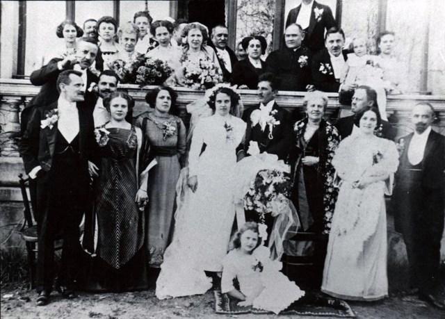 Весілля Ірени Дрекслер і Мечислава Хвастовського, Львів 1911 рік (1914?). На зліва від нареченої – Люна Дрекслер