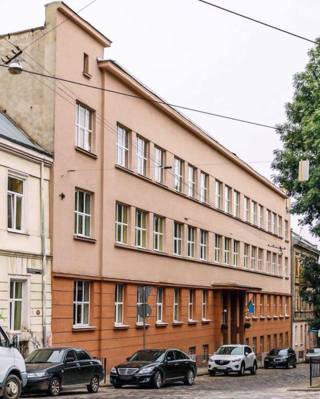 Львівський професійний ліцей харчових технологій (пл. Данила Галицького №8)