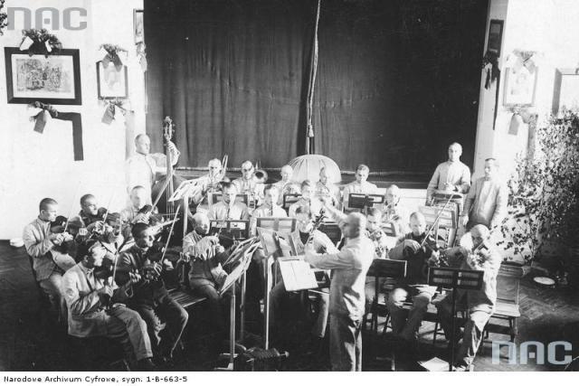 """Тюремний оркестр """"Дрогобицьких Бригідок"""". Фото 1930-х рр."""