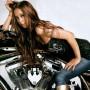 美女とオートバイ