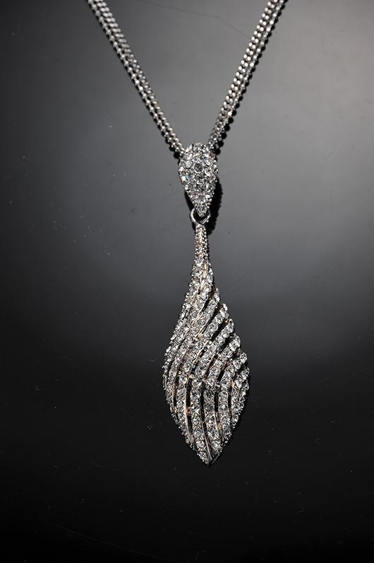 梅問題-商品攝影-單燈拍出高貴奢華的銀飾項鏈