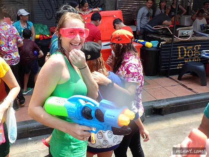 傳說中的挨踢部門-『泰國曼谷自助行』潑水節要帶什麼相機