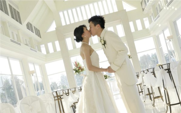 Laguna Phuket Sells Top Quality Wedding Gowns at Rock Bottom Prices
