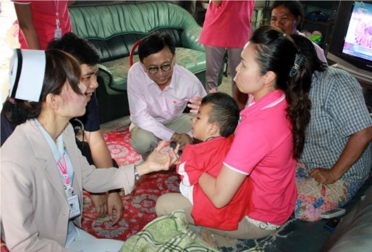 Phuket PAO donate packages to Home Care Project 2012