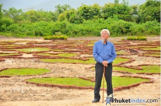 Phuket's At Panta invites all to view 'Land of Art' exhibit