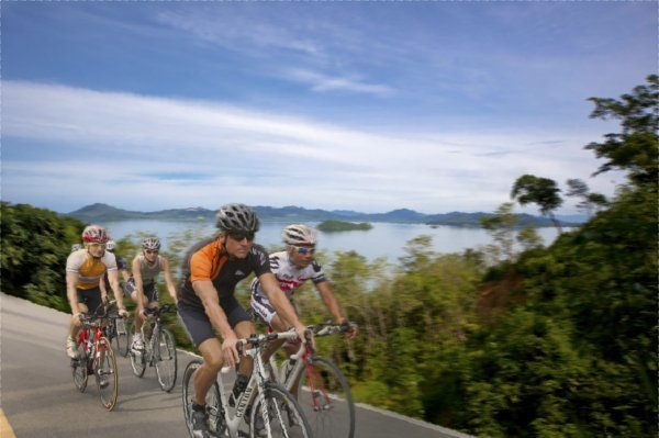 Phuket Triathletes Show Cut Of Cloth at Roth
