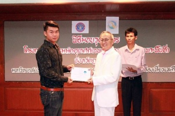Phuket awards certificates to successful local guides