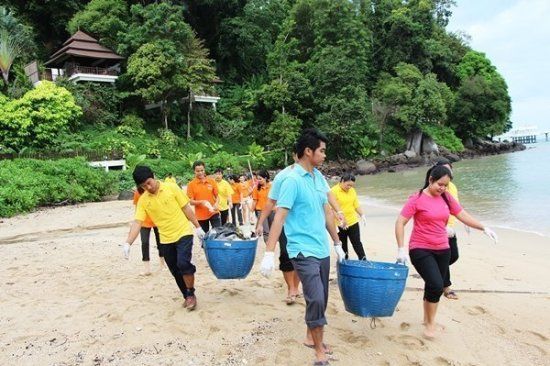Amari Phuket holds Patong Beach cleaning activity