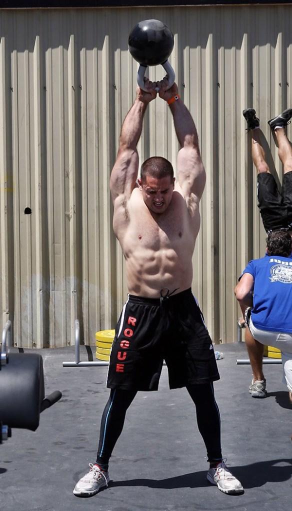 crossfit-mouvement-homme-muscle
