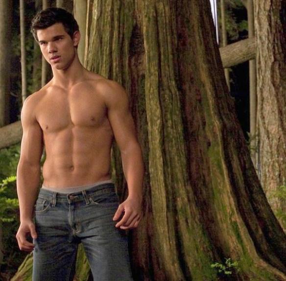 Taylor-Launter-torse-nue-abdo