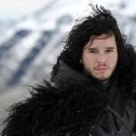 jon-snow-game-of-thrones-cheveux-boucle-au-vent