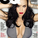 katy-perry-poitrine-volumineuse-maillot
