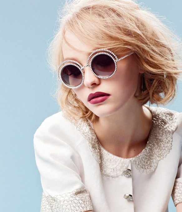 Lily-Rose-lunettes-chanel-strass-diamants
