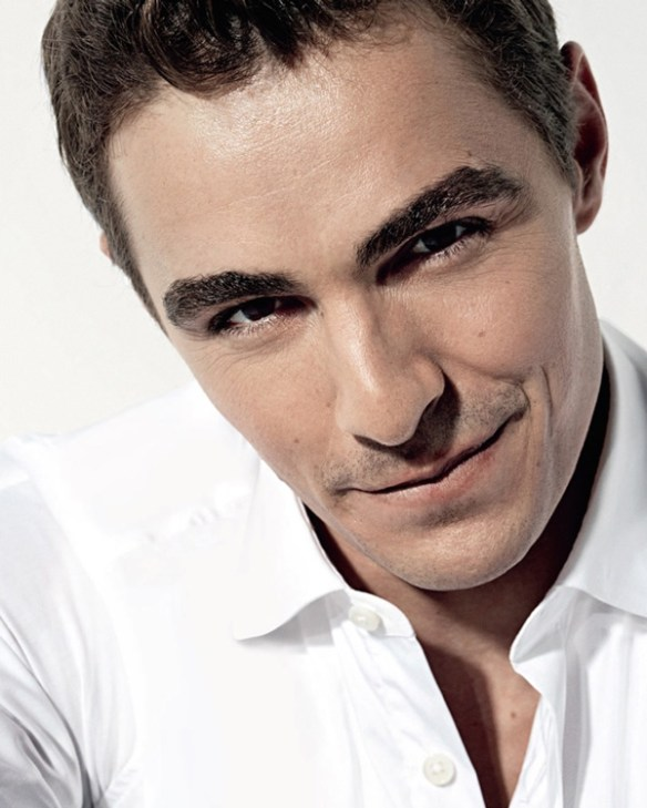 dave-franco-visage-forme-style-coupe