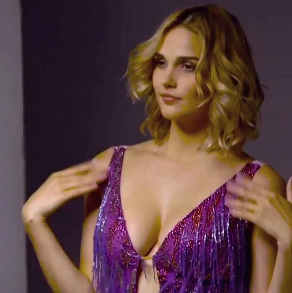 belles femmes russe nues valeria lukyanova pose sein nue