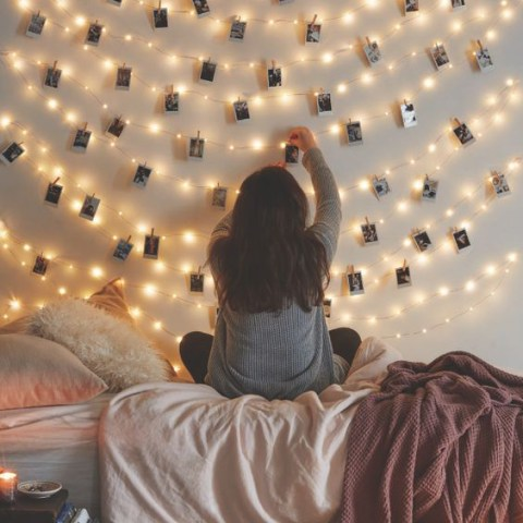Cozy Bedroom, Cozy Bedroom Decor Tips, Bedroom Decor TIps and Tricks, Bedroom Decor Hacks, Bedroom Remodeling, Bedroom Design, Interior Design, Bedroom Decorating Inspiration, How to Make Your Bedroom Cozy, Popular Pin