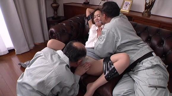 たかせ由奈 夫の目の前で犯され続けて淫乱に悶える人妻サンプルイメージ2枚目