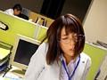 残業オフィスで上司にセクハラされる星野ナミ