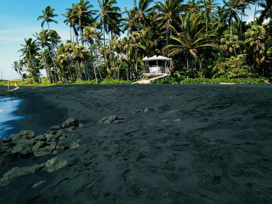 PANALUU BLACK SAND BEACH - Big Island Hawai - USA