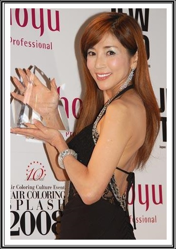 川島なお美は腹水で余命宣告を受け、末期がん症状で舞台に立っていた。