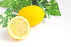 レモン 果汁 効果 レモン水はただのレモン水。毒にも薬にもならない