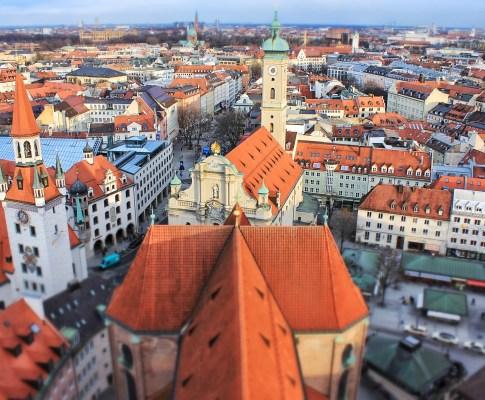 München von oben – Der alte Peter kann weit gucken!