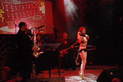 Los Shimmy Shakers live at Tease-O-Rama 2012 (Photo: Steven Lowe)