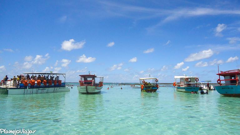 Embarcações de passeios às piscinas naturais de Maragogi