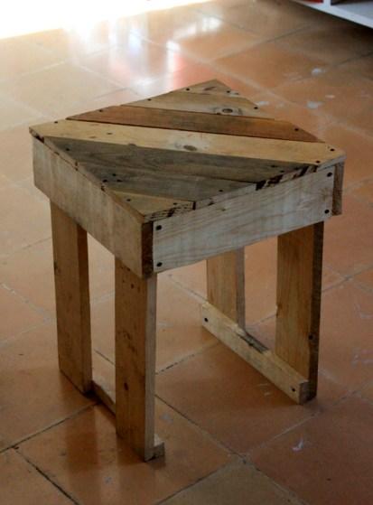 Mission 3 construire des meubles en palettes - Table de nuit en palette ...