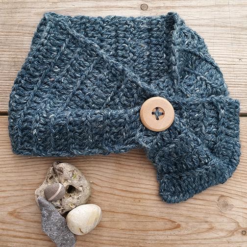 Rowan Hemp Tweed Chunky scarflet with button