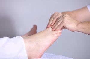 massage-pied-huile-essentielle