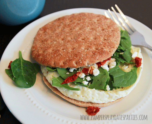 Recipes} Egg White Spinach and Feta Breakfast Sandwiches