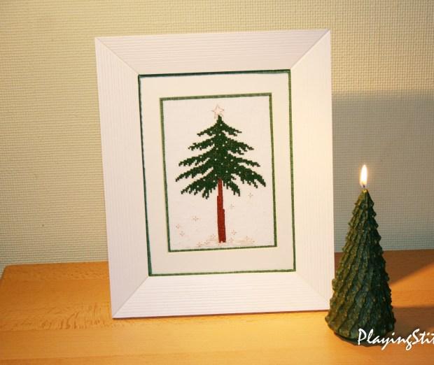[:en]Liebevolle Kreuztichentwurfe Tannenbaum Tree stitched and framed candle tree