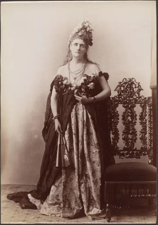 Les Roses (1895) Virginia de Castiglione par Pierson