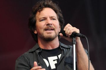 eddie-vedder-cusica-plus
