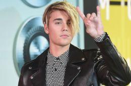 Justin Bieber jugó hockey junto al equipo Manchester Storm en Inglaterra. Cúsica Plus