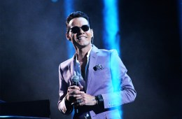 Marc Anthony fue homenajeado por sus amigos en la entrega del premio Person of the Year del Latin Grammy. Cusica Plus