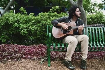 "Bolívar Caribano presenta el lyric video de ""Verde, Azul, Violeta"". Cusica Plus"