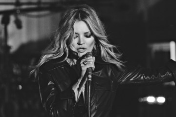 "Kate Moss protagoniza el videoclip para ""The Wonder Of You"" de Elvis Presley y la Royal Philharmonic Orchestra. Cusica Plus"