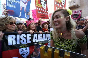 Billie Joe Armstrong de Green Day, Haim, Grimes, Madonna y más estuvieron presentes en la Women's March. Cusica Plus