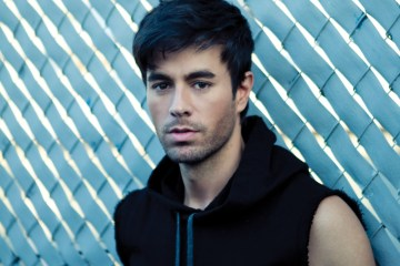 """Los fanáticos del famoso tema """"Bailando"""" de Enrique Iglesias, lograron que su video alcanzara las más de 2 mil millones de visualizaciones en Youtube. Cusica plus"""